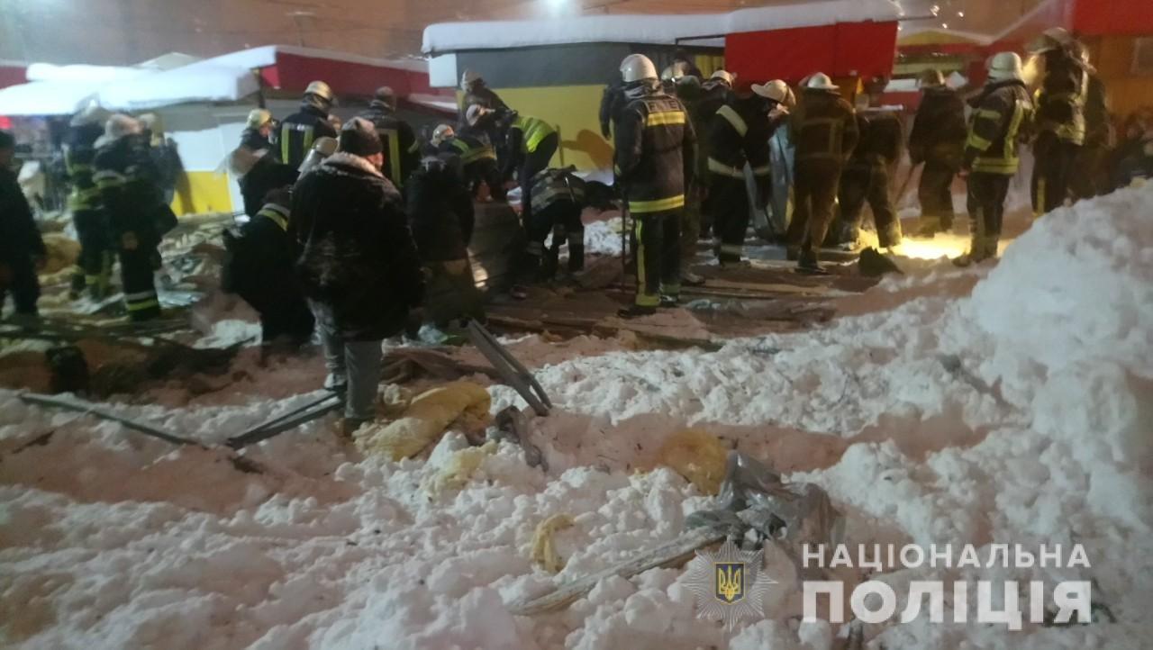 В Харькове рухнул павильон и придавил троих человек. Пострадавшие в больнице, - ФОТО, фото-1