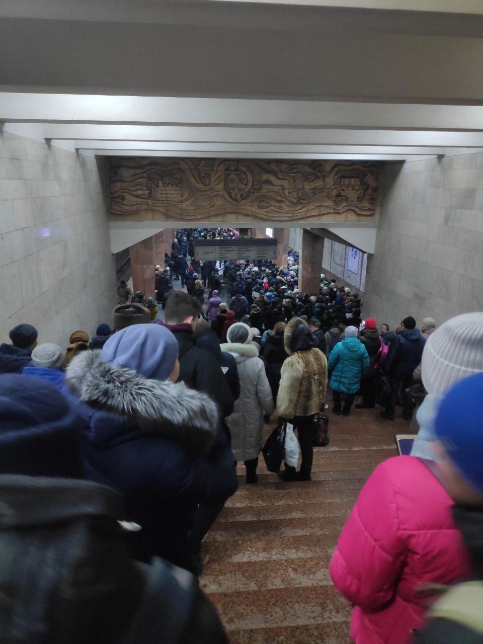 В харьковском метро образовалась пробка из пассажиров, - ФОТО