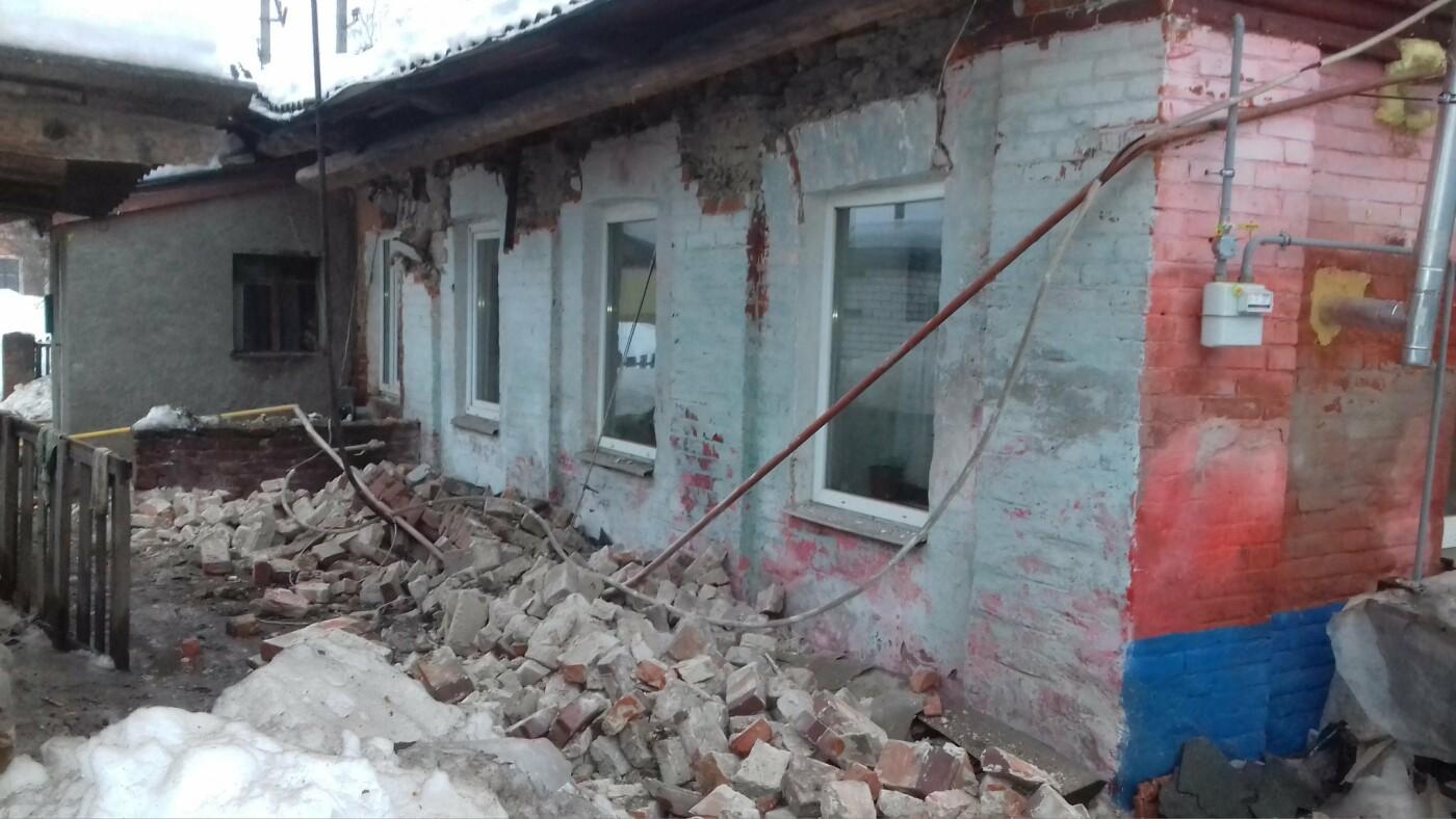 На Харьковщине рухнула крыша дома. Спасатели эвакуировали двенадцать человек, - ФОТО, фото-3