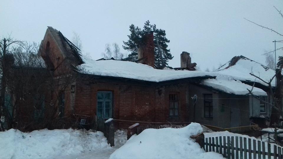 На Харьковщине рухнула крыша дома. Спасатели эвакуировали двенадцать человек, - ФОТО, фото-1