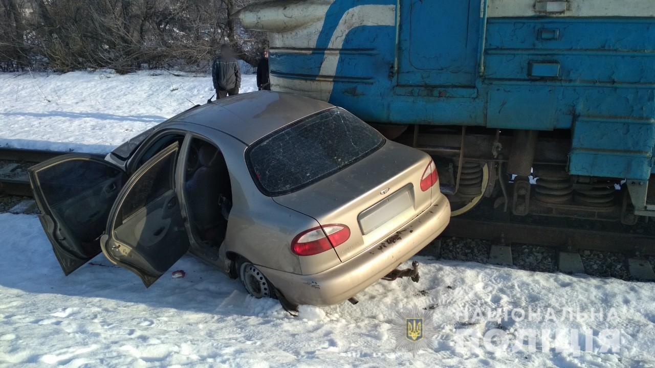 Под Харьковом электричка влетела в «легковушку». Водитель погиб на месте, - ФОТО , фото-2