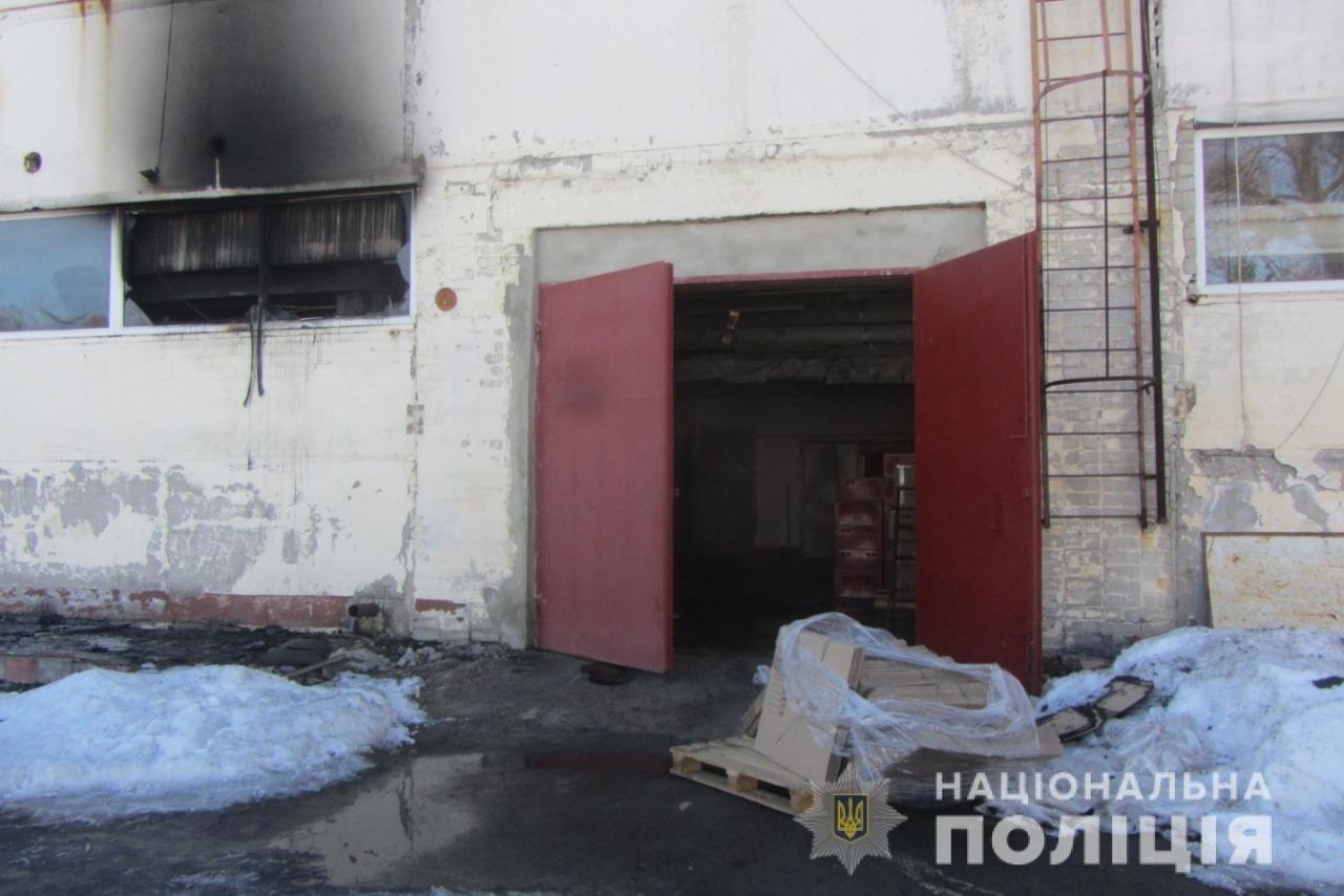 Пожар на швейных складах в Харькове. Неизвестные подожгли два помещения, - ФОТО, фото-2