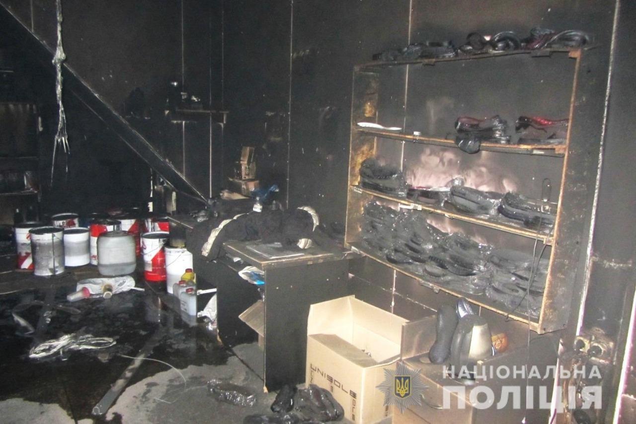 Пожар на швейных складах в Харькове. Неизвестные подожгли два помещения, - ФОТО, фото-3