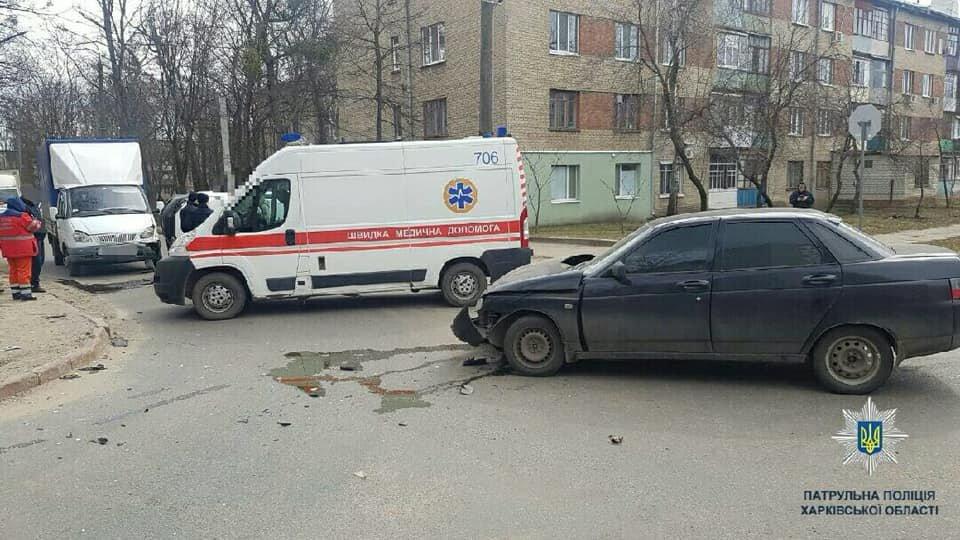 В Харькове произошло тройное ДТП. Одна из машин перевернулась, - ФОТО, фото-1