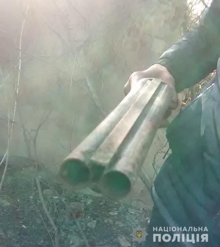 Незаконно хранил оружие. На Харьковщине у иностранца изъяли обрез ружья, - ФОТО, фото-2
