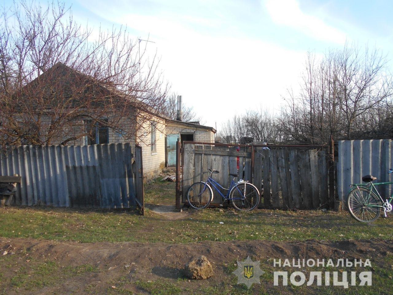 Порезал двух соседей: на Харьковщине мужчина с кухонным ножом напал на своих знакомых, - ФОТО, фото-1