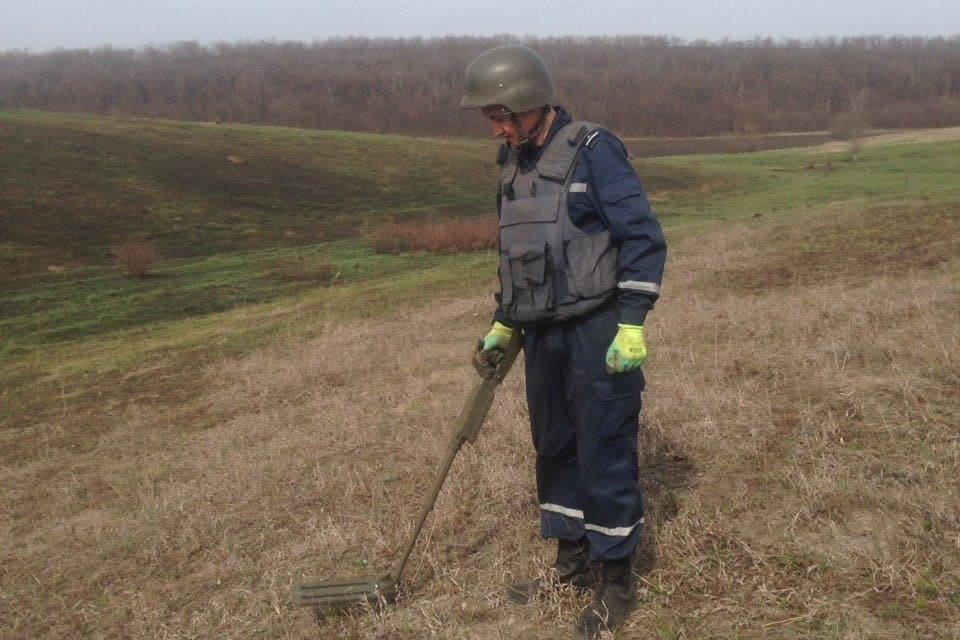 На Харьковщине бойцы ГСЧС обезвредили полторы сотни боеприпасов, - ФОТО, фото-1