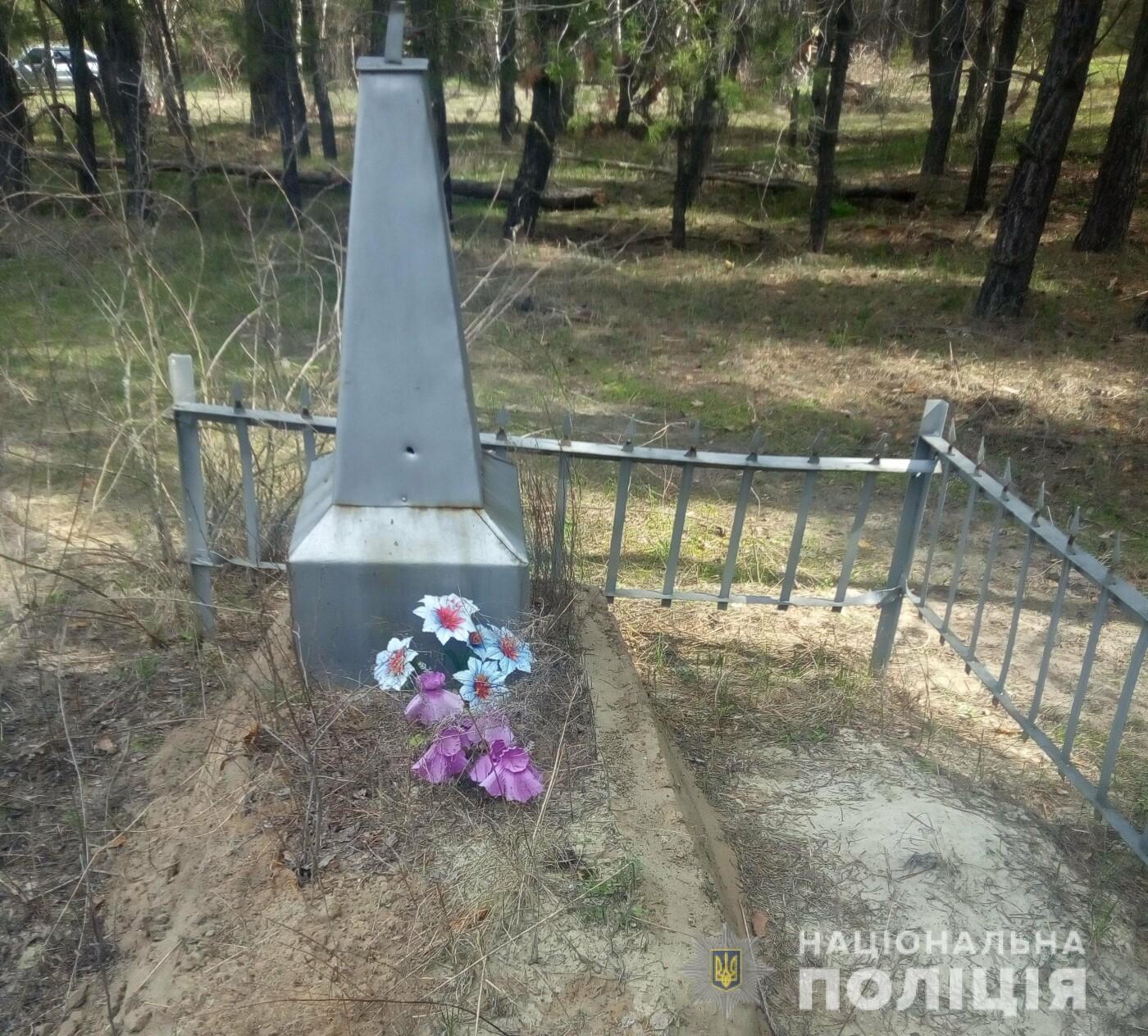 На Харьковщине мужчина украл ограждение с могилы, - ФОТО, фото-1
