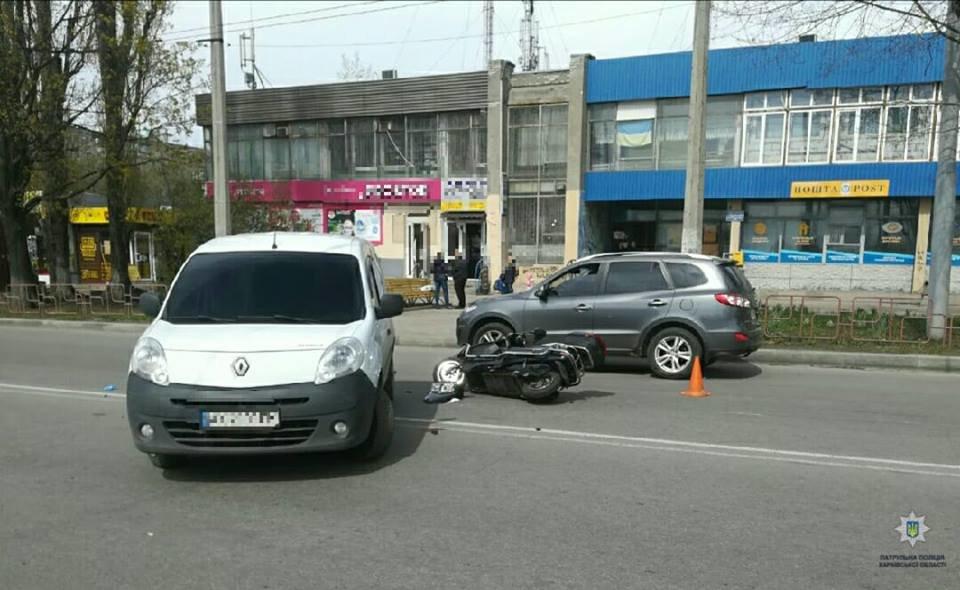 """В Харькове не поделили дорогу мотоцикл и """"Renault"""". Мотоциклист в больнице, - ФОТО, фото-1"""