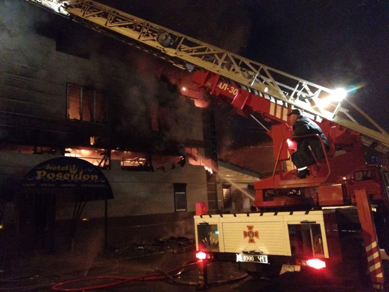 Ночью в центре Харькова горел банный комплекс. Спасатели боролись с пожаром 5 часов, - ФОТО, фото-2