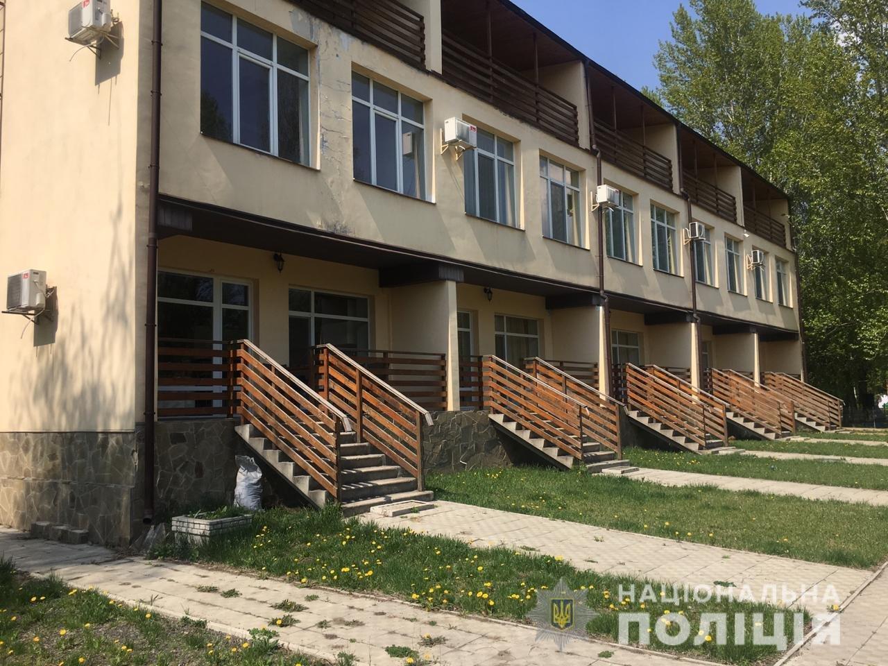 «Минирование» в Харькове: из пяти отелей и гимназии эвакуировали 660 человек, - ФОТО, фото-1