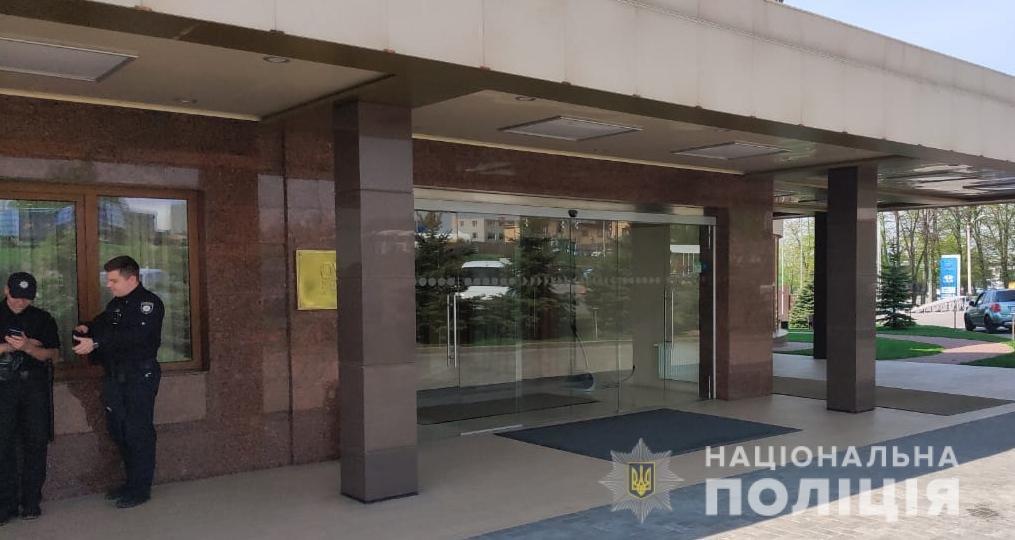 «Минирование» в Харькове: из пяти отелей и гимназии эвакуировали 660 человек, - ФОТО, фото-2