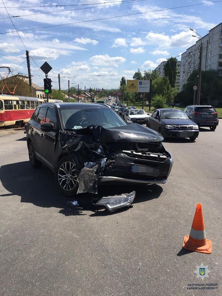 В Харькове столкнулись грузовик и две «легковушки»: есть пострадавший, - ФОТО, фото-1