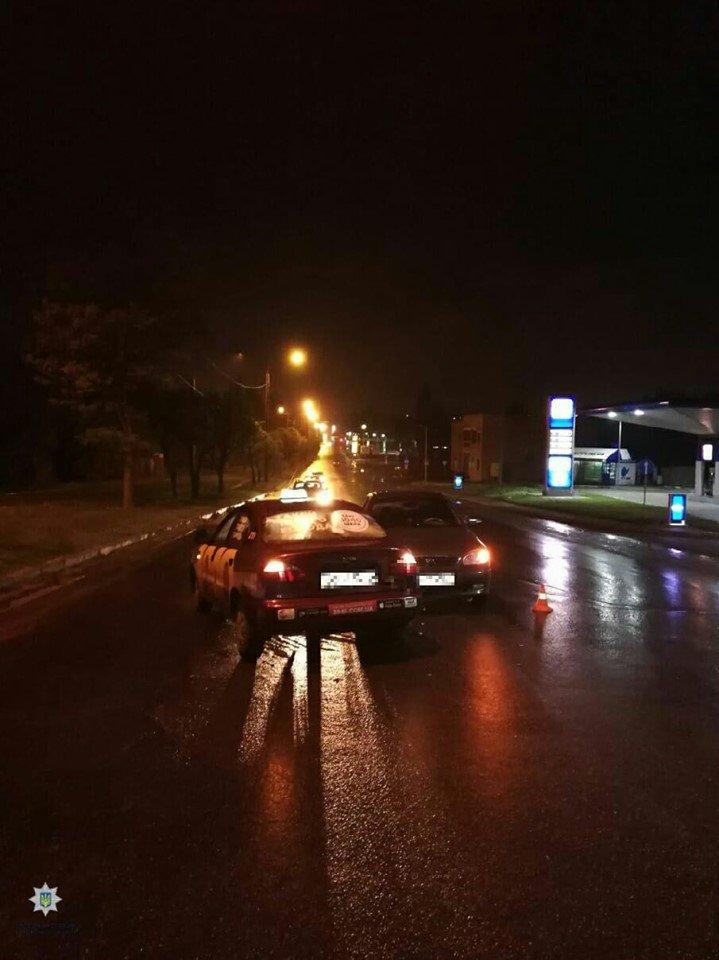 В Харькове водитель «Daewoo» сбил двух пешеходов и столкнулся с другим авто, - ФОТО, фото-1