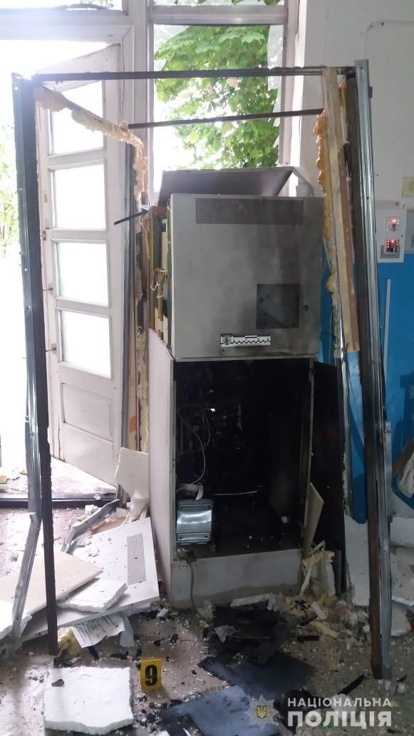 На Харьковщине неизвестные подорвали банкомат самодельной взрывчаткой, - ФОТО, фото-3