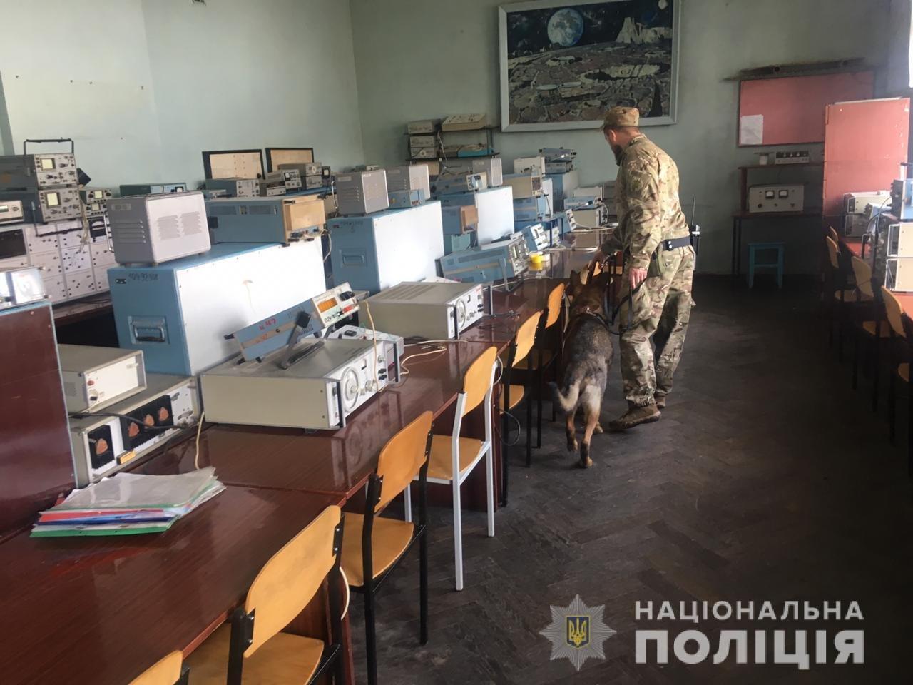 «Минирование» харьковского колледжа: полицейские эвакуировали 900 человек, - ФОТО, фото-1