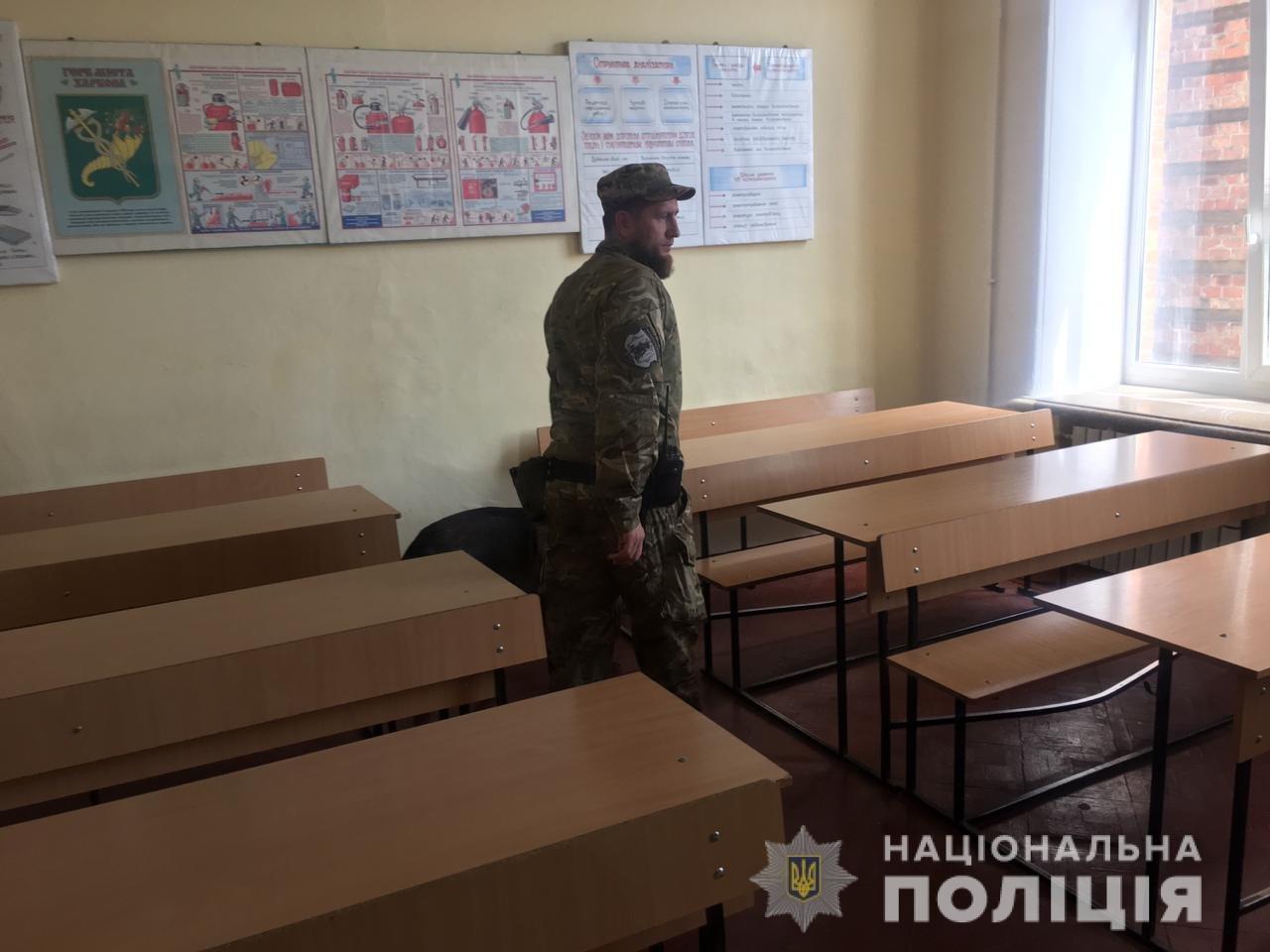 «Минирование» харьковского колледжа: полицейские эвакуировали 900 человек, - ФОТО, фото-2