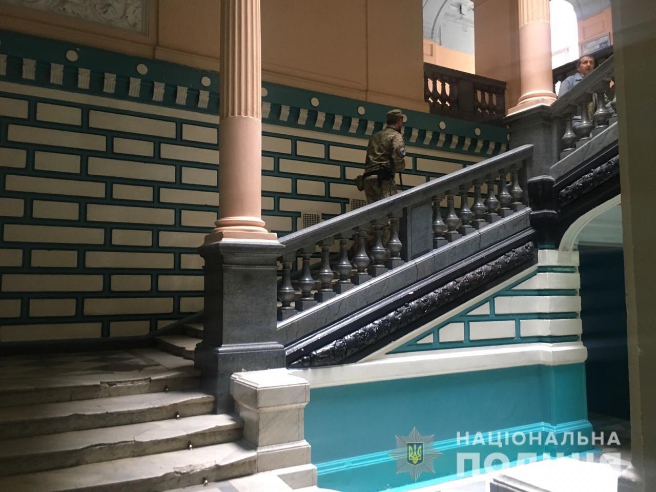 «Минирование» харьковского колледжа: полицейские эвакуировали 900 человек, - ФОТО, фото-3