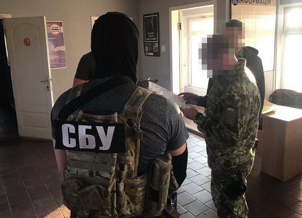 СБУ задержала харьковского чиновника, который требовал деньги от жителей оккупированных Россией территорий, - ФОТО, фото-4