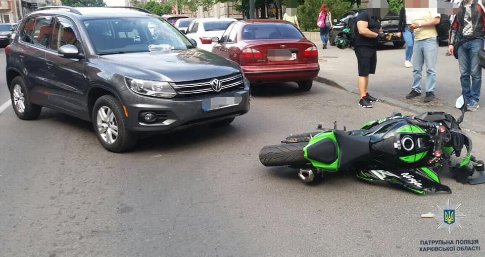 На Пушкинской «Volkswagen» не разминулся с мотоциклом: один человек в больнице, - ФОТО, фото-1