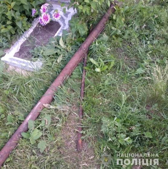 На Харьковщине задержали вандалов, которые похитили надгробия с кладбища, - ФОТО, фото-1