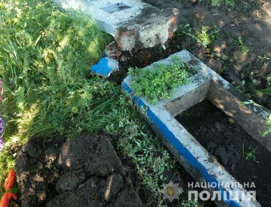На Харьковщине задержали вандалов, которые похитили надгробия с кладбища, - ФОТО, фото-2