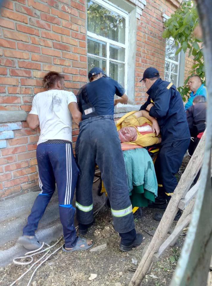 На Харьковщине спасатели сняли с крыши мужчину с инсультом, - ФОТО, фото-7