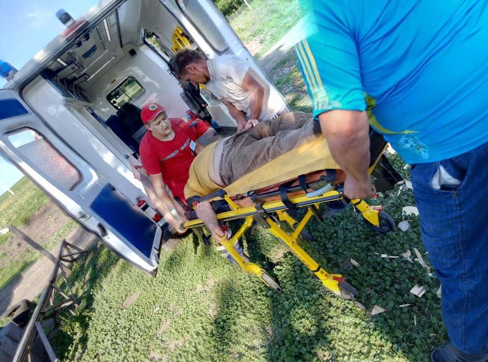 На Харьковщине спасатели сняли с крыши мужчину с инсультом, - ФОТО, фото-8