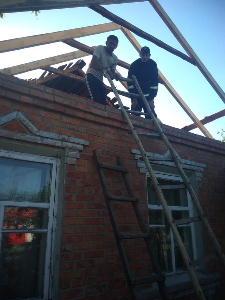 На Харьковщине спасатели сняли с крыши мужчину с инсультом, - ФОТО, фото-2