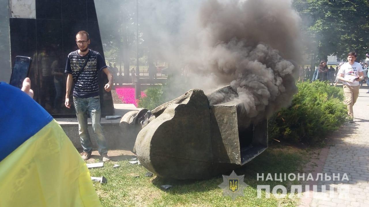 Снос памятника Жукова: пострадали несколько харьковских полицейских, - ФОТО, фото-2