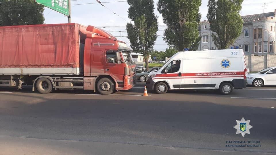 На Героев Сталинграда грузовик сбил пешехода, - ФОТО, фото-1