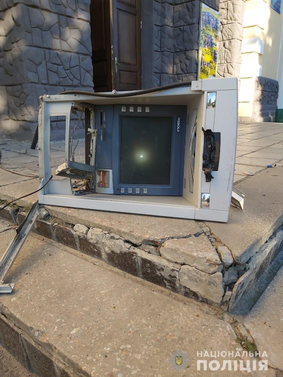 На Харьковщине неизвестные подорвали банкомат и унесли деньги, - ФОТО, фото-2