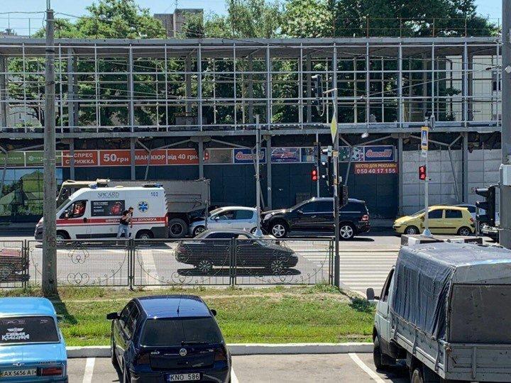 """На Холодной Горе столкнулись грузовик и три """"легковушки"""": есть погибший и пострадавший, - ФОТО, фото-1"""