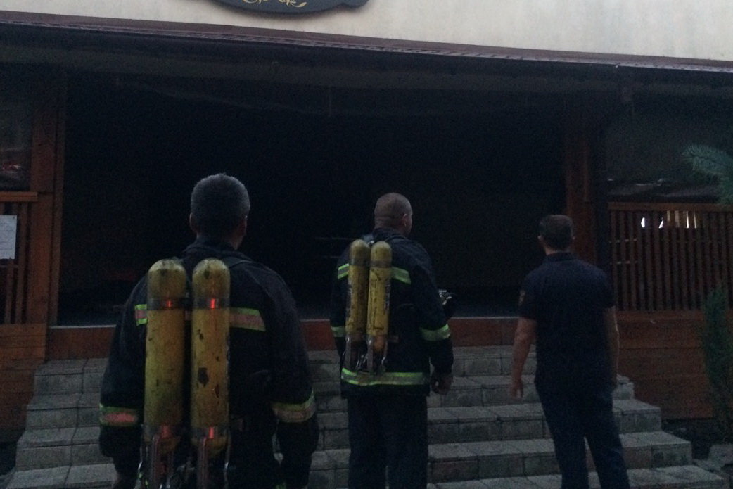 Под Харьковом из-за короткого замыкания горело кафе: работница заведения погибла, - ФОТО, фото-1