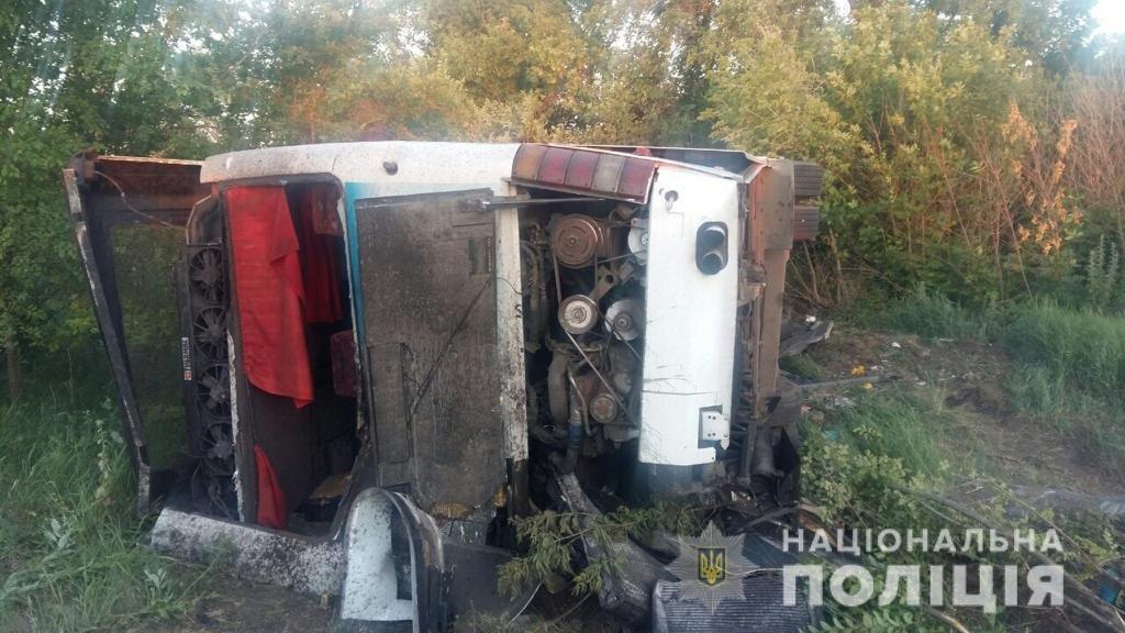 На Харьковщине столкнулись автобус с пассажирами и грузовик: есть погибший и пострадавшие, - ФОТО, фото-2