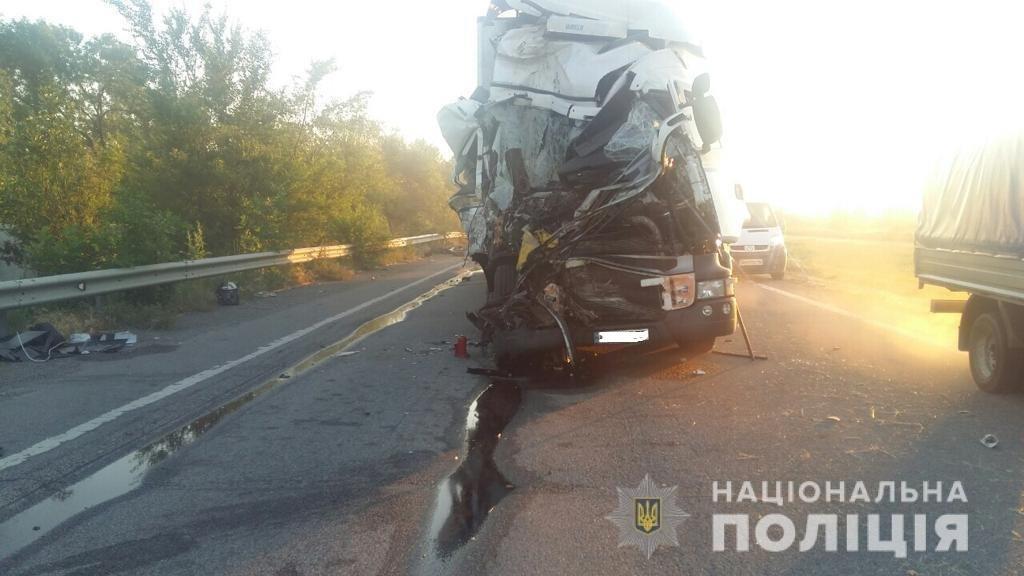 На Харьковщине столкнулись автобус с пассажирами и грузовик: есть погибший и пострадавшие, - ФОТО, фото-4