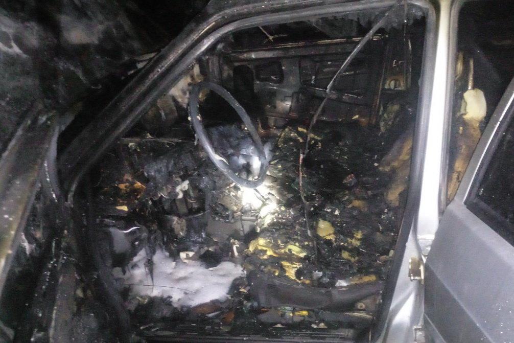На Северной Салтовке горели три «легковушки»: одну полностью охватил огонь, - ФОТО, фото-1