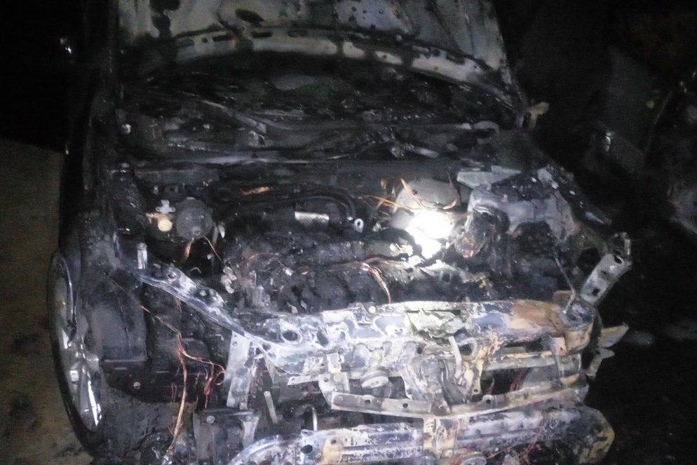 На Северной Салтовке горели три «легковушки»: одну полностью охватил огонь, - ФОТО, фото-2