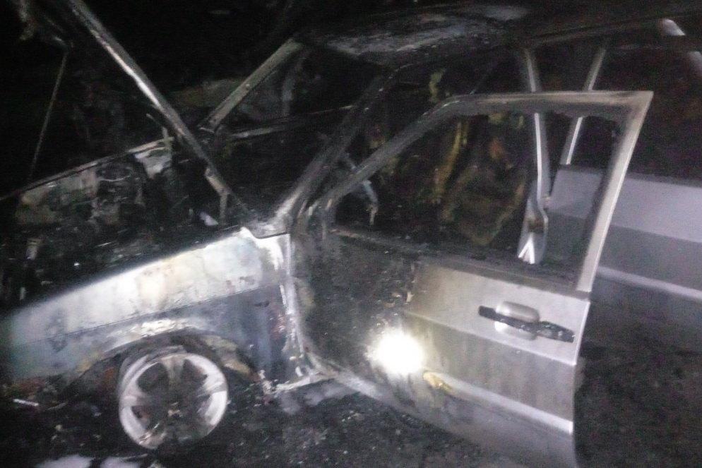 На Северной Салтовке горели три «легковушки»: одну полностью охватил огонь, - ФОТО, фото-3