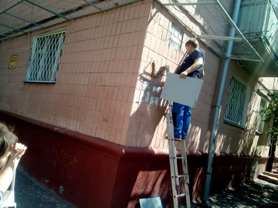 Коммунальщики Кернеса меняют уличные указатели на проспекте Григоренко, - ФОТО, фото-2
