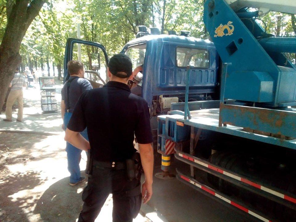 Коммунальщики Кернеса меняют уличные указатели на проспекте Григоренко, - ФОТО, фото-6