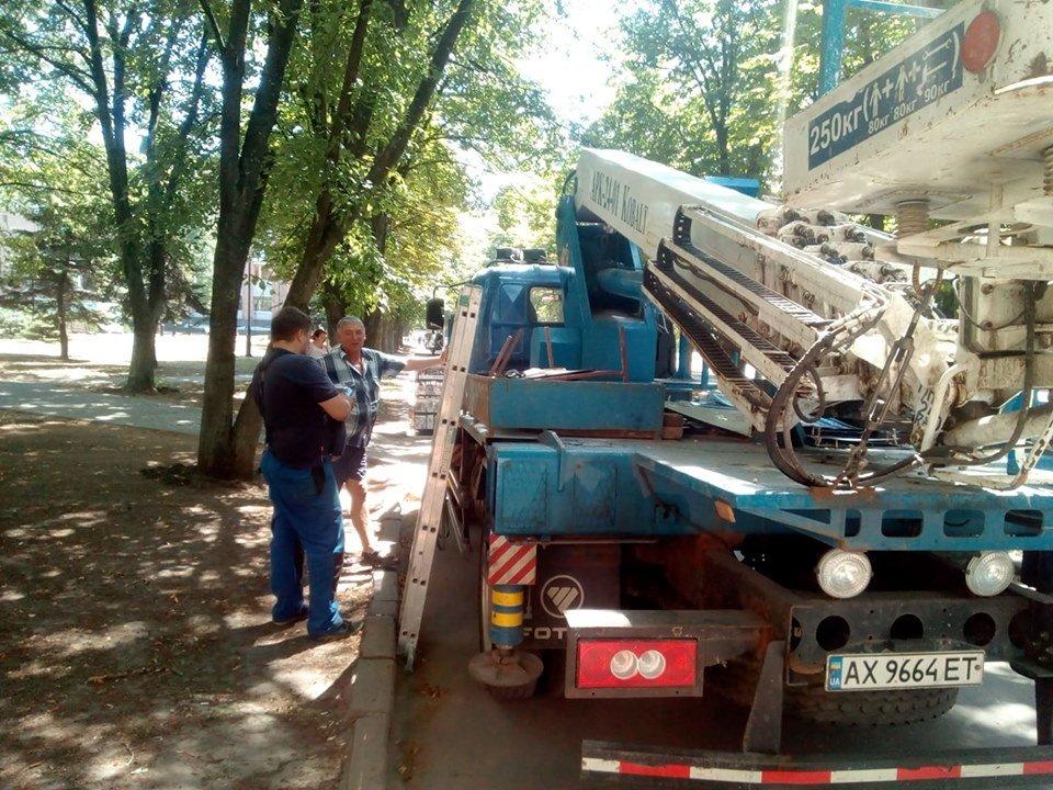 Коммунальщики Кернеса меняют уличные указатели на проспекте Григоренко, - ФОТО, фото-5