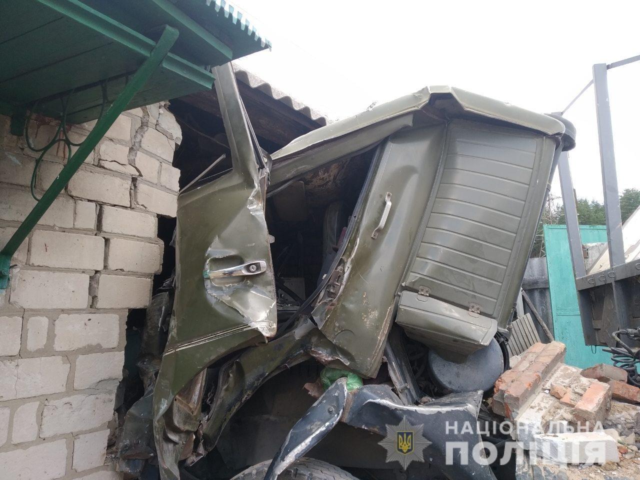 На Харьковщине грузовик пробил стену частного дома, - ФОТО, фото-2