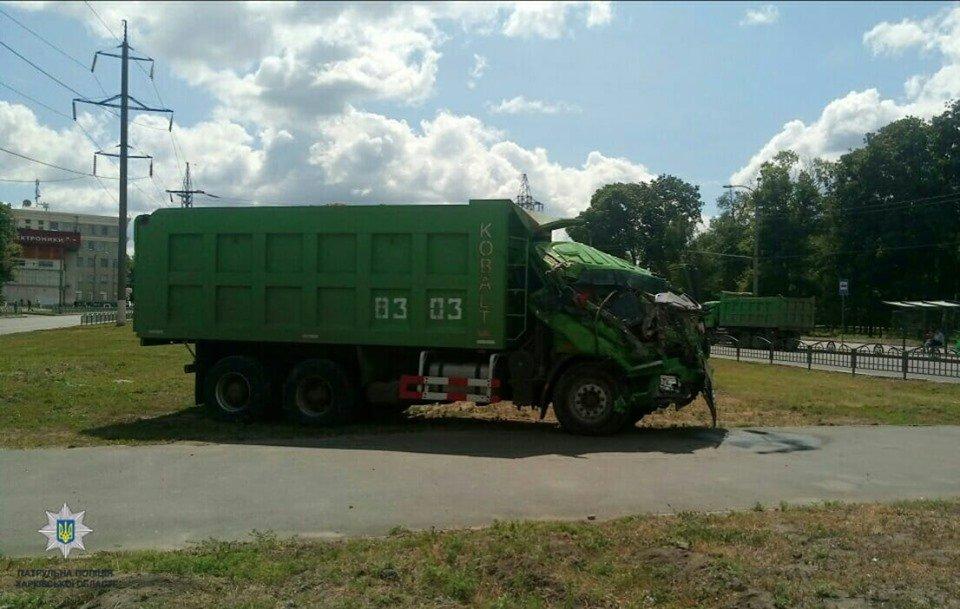 На Московском проспекте грузовик врезался в линию электропередач, - ФОТО, фото-1