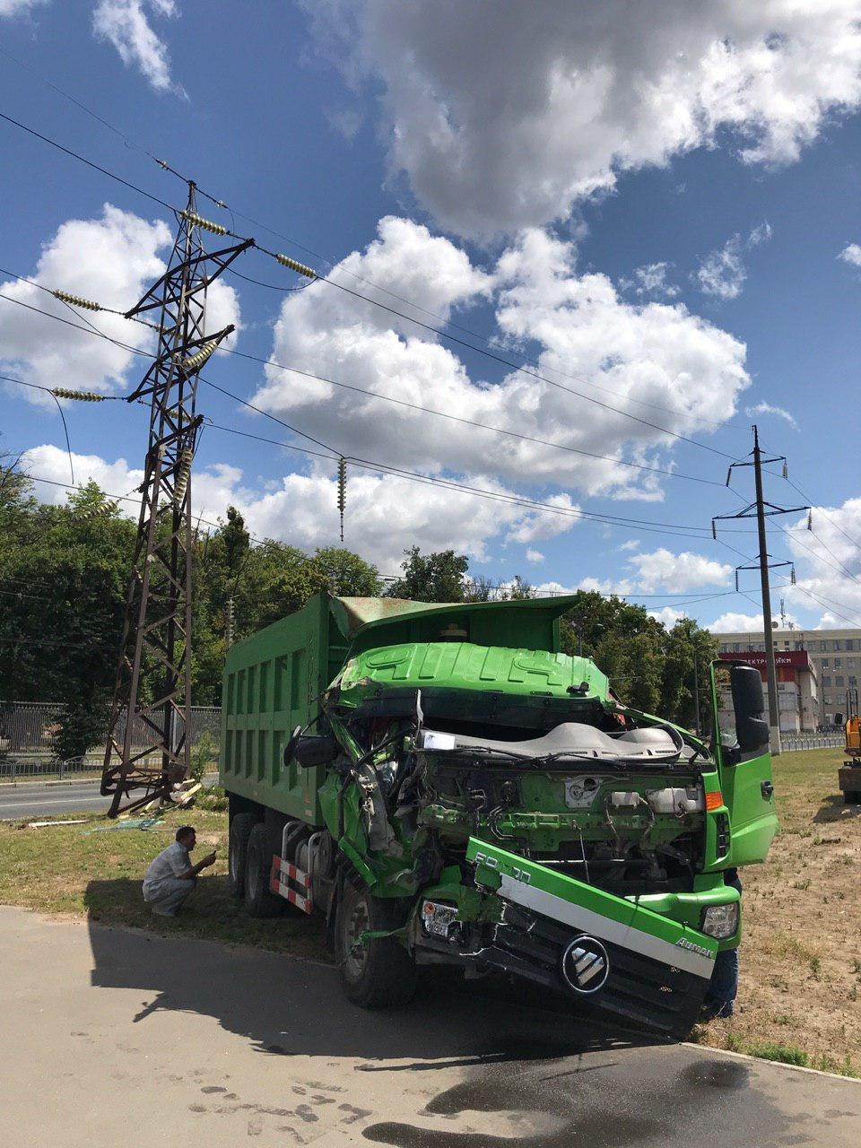 На Московском проспекте грузовик врезался в линию электропередач, - ФОТО, фото-2