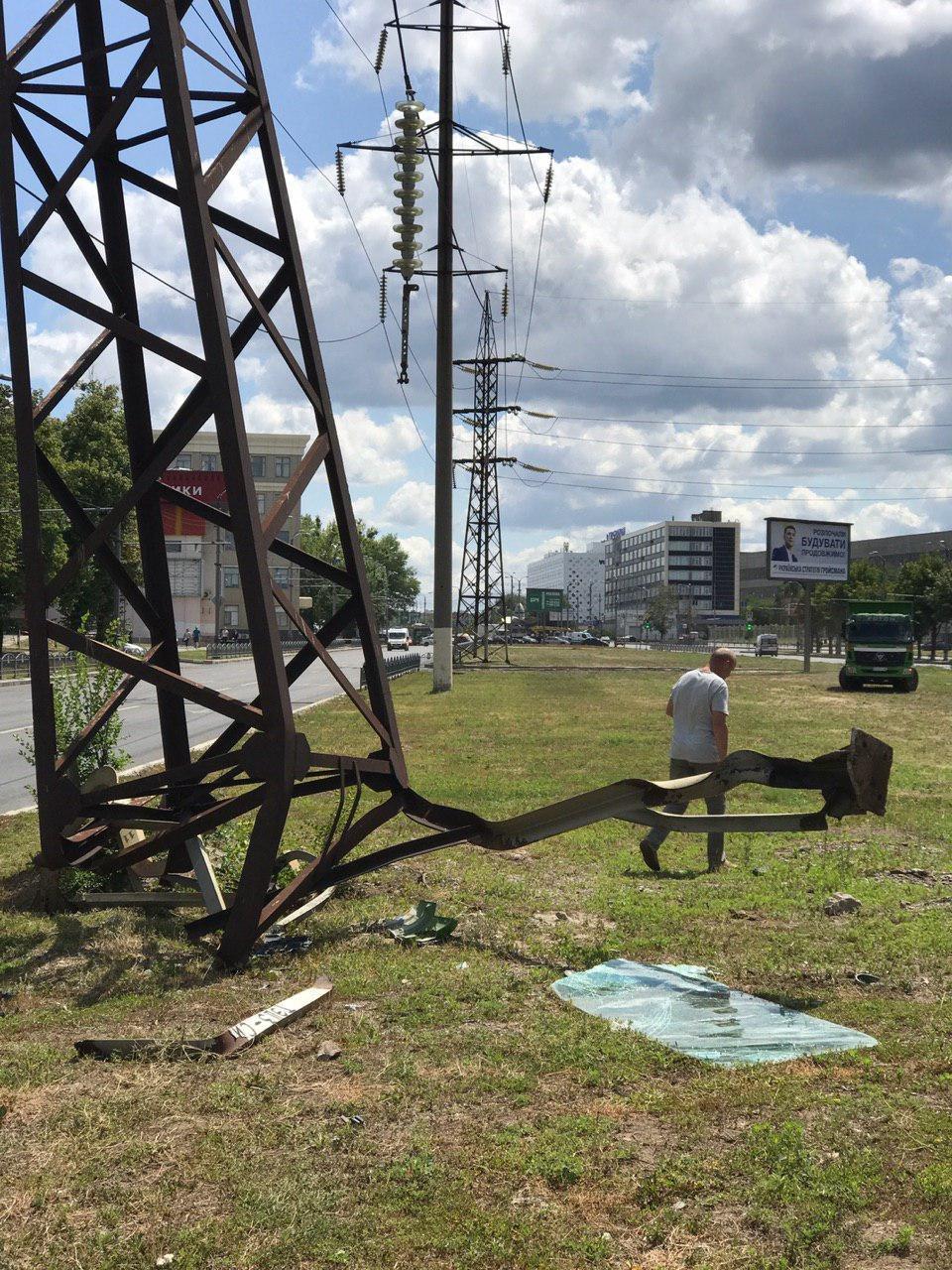 На Московском проспекте грузовик врезался в линию электропередач, - ФОТО, фото-3