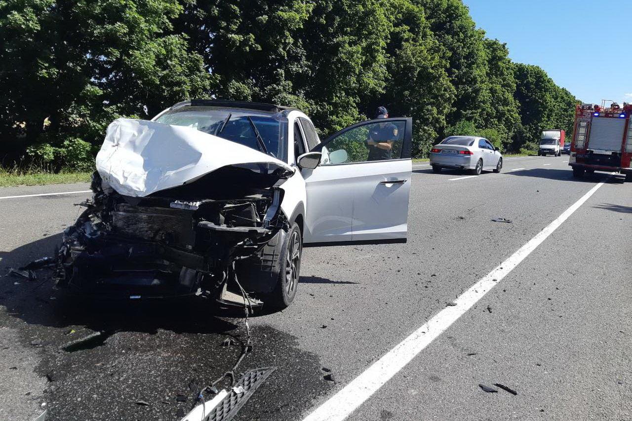 Под Харьковом жуткая авария с перевернутой машиной в кювете: один человек погиб и несколько пострадали, - ФОТО, фото-4