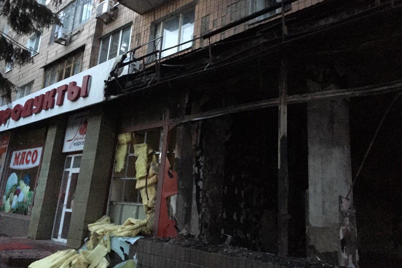 В Харькове сгорел магазин ритуальных услуг: спасатели эвакуировали 43 человека, - ФОТО, фото-1