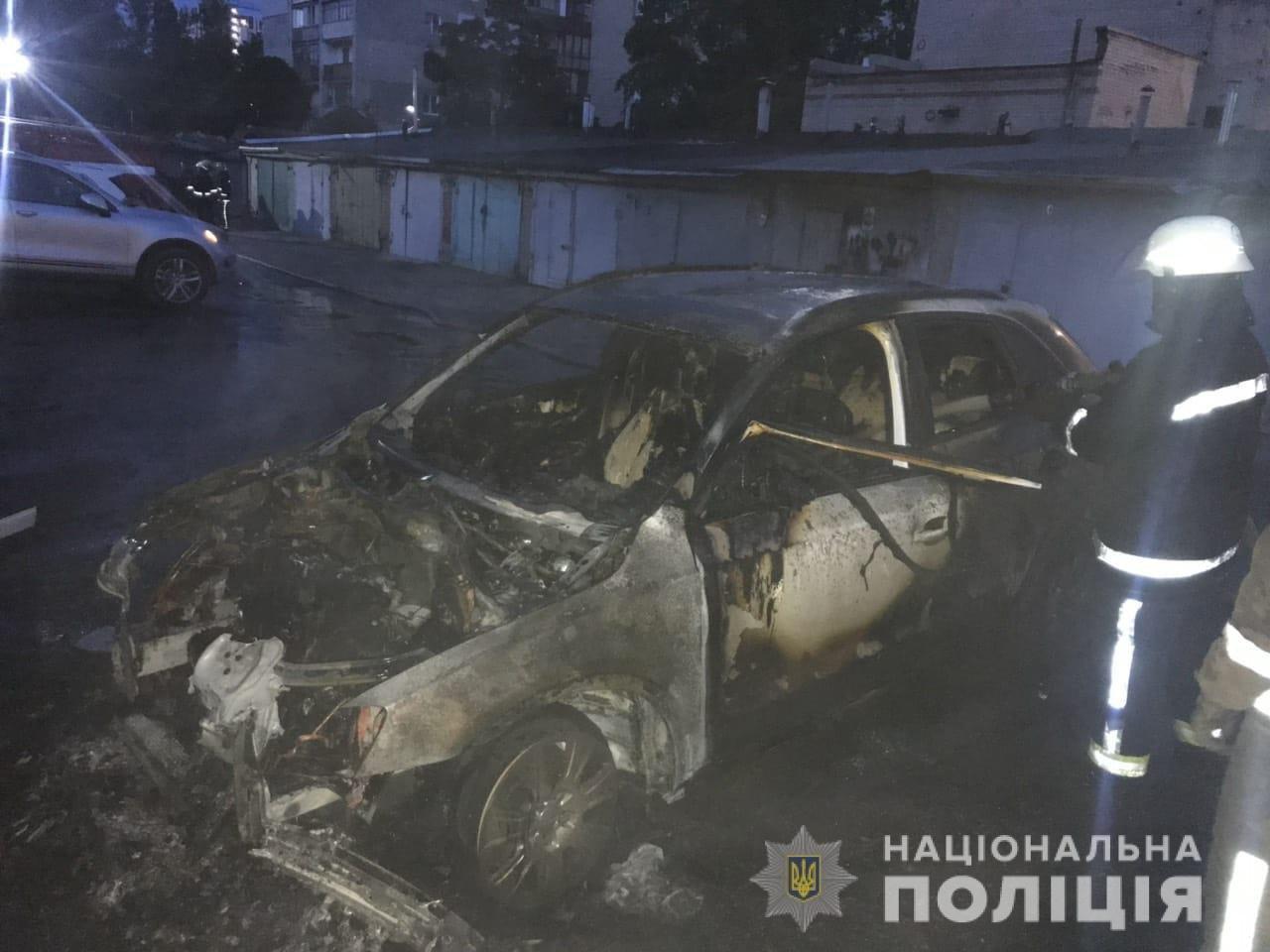 На Харьковщине горели две «легковушки» и микроавтобус, который подожгли неизвестные, - ФОТО, фото-2