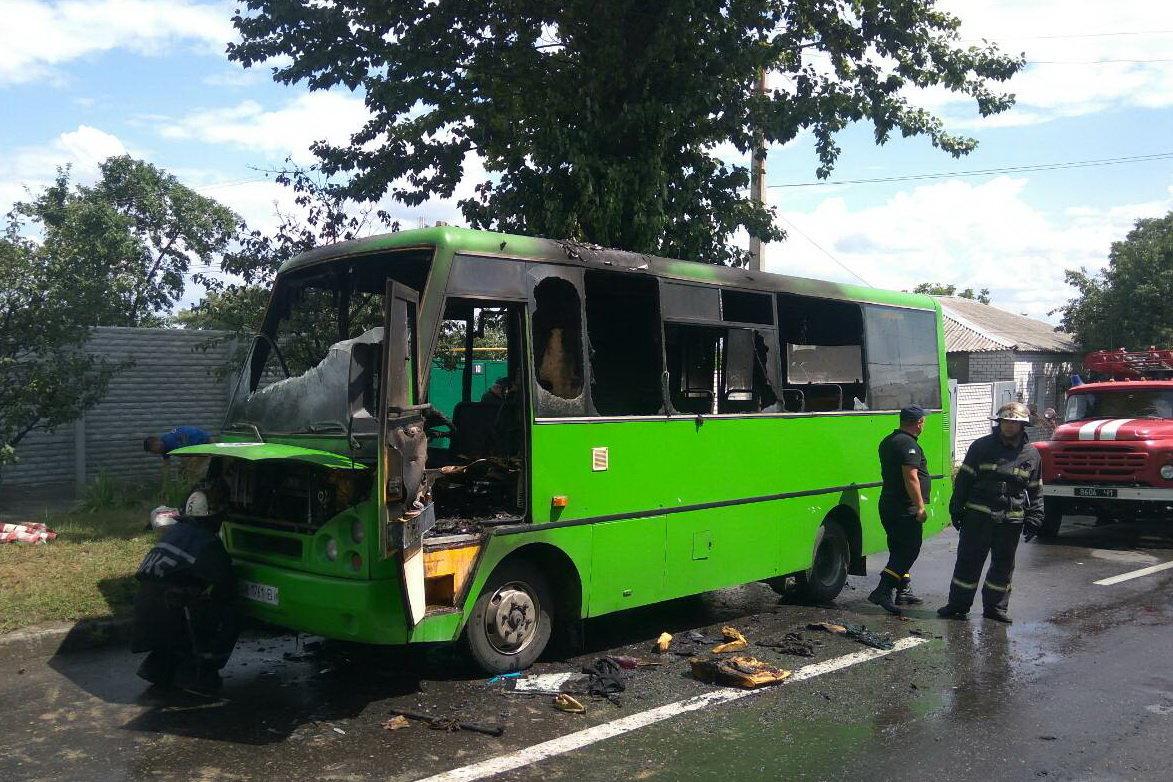В Харькове на ходу загорелся автобус с пассажирами внутри, - ФОТО, ВИДЕО, фото-1